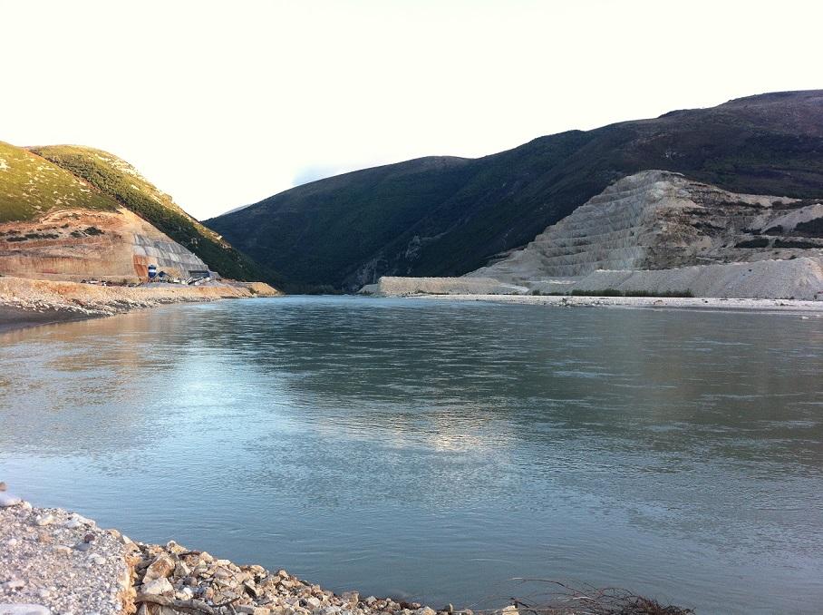 Der gesamte Flussabschnitt (100 Kilometer) unterhalb des künftigen Kalivaç-Staudamms würde durch die verstärkte Erosion und die veränderte Hydrologie beeinträchtigt. Foto: Ulrich Eichelmann