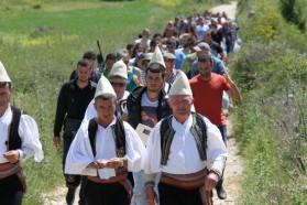 Tag 33: Journalisten, Bewohner, Politiker, Musiker und Naturschützer auf dem Weg zum Veranstaltungsort.