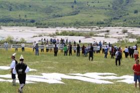 Tag 33: Die Bevölkerung des Dorfes Kuta unterstützen unsere Vjosa-Aktion in Queserat, Albanien.