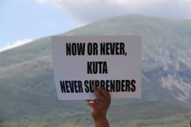 Tag 33: Bewohner des Dorfes Kuta, welches vom geplanten Staudamm Pocem betroffen wäre, protestieren für eine freifließende Vjosa.
