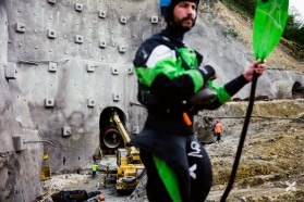 TAG 8 - Bei der Medna Baustelle: Kajakfahrer gegen Staudämme!