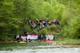 TAG 8 - Rettet die Sana – Stoppt KELAG: Unter dem Motto protestierten heute etwa 200 Personen an der Sana in Bosnien-Herzegowina