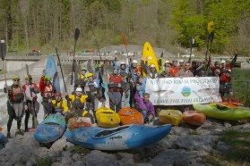 DAY 1 - Fishermen and kayaker joining forces at day one of the tour. They all want free rivers.