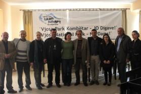 Vertreter der Gemeinde Selenica und ihrer Schulen.