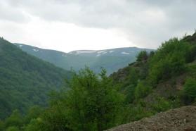 Aussicht auf Berg Korab von Nistrovo –  ein Dorf im Mavrovo Nationalpark .