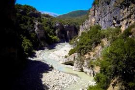 Naturdenkmal Lengarica Canyon nahe dem Dorf Bënja.