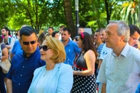 Parlamentsabgeordnete am Vjosa Tag: rechts Besnik Bare, in der Mitte Arta Dade