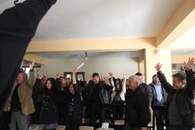 """Während der Veranstaltung riefen Einheimische spontan """"Keine Dämme, keine Dämme"""" und unterstützen enthusiastisch unere Vjosa Nationalpark Idee. Das Video dazu finden Sie in der Video Galerie (http://balkanrivers.net/de/content/videos)."""