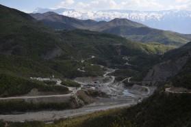 Die Baustelle von ENSO an der Langarica mitten im Nationalpark. Bis vor Kurzem war das ein unberührtes Tal.